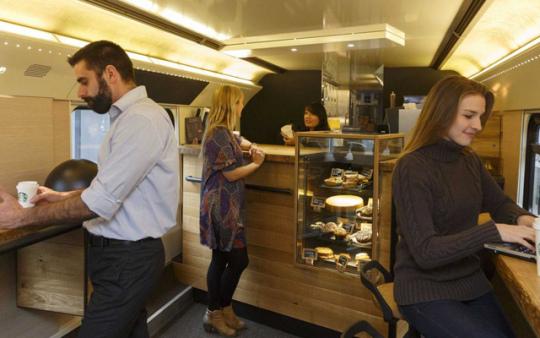 starbucks-tren-cafeteria